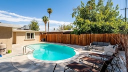 Vibrant in Vegas 4 Bd With Shimmering Pool!