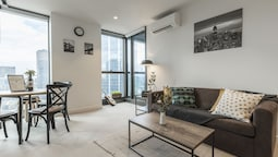 Trendy Melbourne 2 Bedroom Apartment by BnB Pro