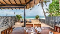 Blue Parrot Beach Villa