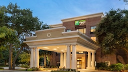 Holiday Inn Express & Suites Mt. Pleasant, an IHG Hotel