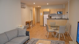 Adelaide Central Apartment - 3BR, 2Bath & Carpark