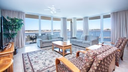 Spacious Condo With Wraparound Views of Bay - Unit Crc0202