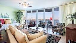 Three Bedroom Condo With Views of Bay - Unit Crc0304