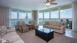 Three Bedroom With Sweeping Views - Unit Crc0607