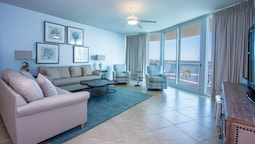 Two Bedroom Condo With Bay and Pool Views - Unit Crc0308