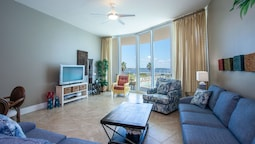 Two Bedroom Overlooking Pools and Perdido Bay - Unit Crc0108