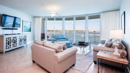 Waterfront Condo With Stunning Views - Unit Crc0404