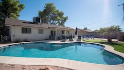 Scottsdale 4BD Modern Home w/ Sparkling Pool!