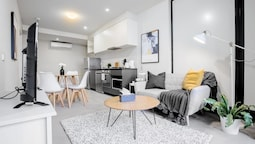Stunning 2 Bed On Collins With Pool In Southern Cross