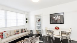 Two Bedroom Apartment in Elizabeth Bay & Potts Point