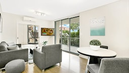 Large One Bedder Close to Sydney CBD