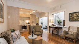 Art Deco 2 Bed Sydney & Darlinghurst Gem