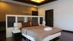 4 BR Private Villa in V49 Pattaya w/ Village Pool