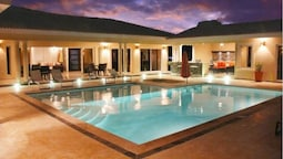 Villa With Jacuzzi, TVs in all Bedrooms
