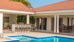 Privacy and Comfort Luxury 6 Bedroom Villa