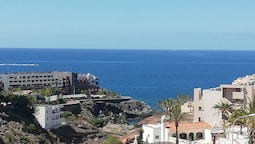 House With 2 Bedrooms in Adeje , With Wonderful sea View, Pool Access,