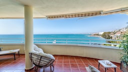 Costa Quebrada - Beachfront 3BR Apartment With Huge Terrace & Sea View