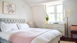 Well-appointed 2 Bedroom East London Flat