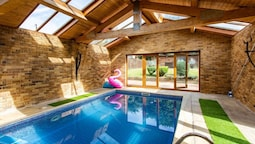 4 Bed House with Swimming pool and Sauna
