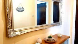 Bright Cosy Flat Close by Tourist Spots