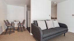 Bright, Stylish 2BR Apartment in Central Sheffield