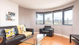 Light and Bright 1BR Apartment Close to Station