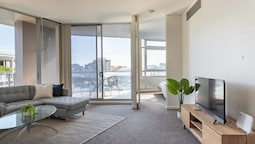 Modern Harbourside Apartment With A View