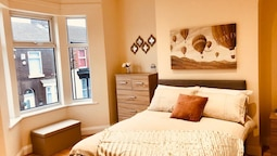 Lux Apartments 3 Bedroom House Eton