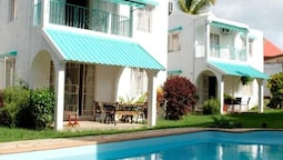 House With 3 Bedrooms in Flic en Flac, With Shared Pool, Enclosed Gard