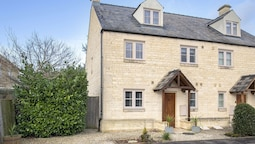 Elliot Oliver Cotswold Style 4 Bed House
