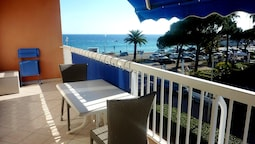Apartment With one Bedroom in Fréjus, With Wonderful sea View, Balcony
