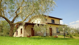 Farmhouse in Perugia With Jacuzzi, Swimming Pool,garden, BBQ