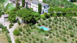 Pretty Farmhouse in Siena With Shared Swimming Pool