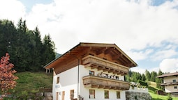 Comfortable Apartment in Saalbach-hinterglemm Near Ski Area