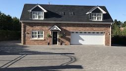 High Specification Coach House, Ebford