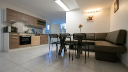 Tolstov-Hotels Convenient 4 Room Apartment