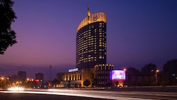 Huaqiao New Century Grand Hotel
