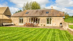 Panoramic Gloucestershire Family Barn Conversion