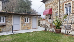 Vintage Holiday Home in Montemagno Camaiore With Sauna