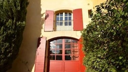 Quaint Villa in Aix-en-provence With Sauna