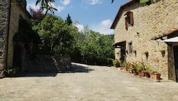 Heritage Villa in Poggio Alla Croce With Swimming Pool