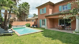 Detached Villa With a Dishwasher and AC, in a Quiet Area