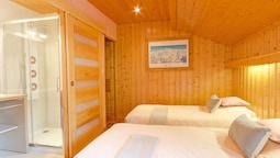 Chalet Located at the ski Slope , With Sauna and Wifi Internet Access