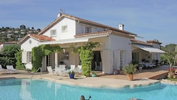 Splendid Villa in Mougins With Jacuzzi & Pool