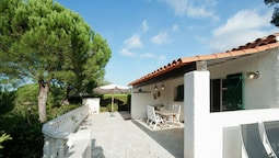Modern Holiday Home With Swimming Pool & Seabeach Nearby