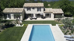 Beautiful Villa With air Conditioning, Large Private Swimming Pool and