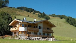 Spacious Apartment on Slopes in Saalbach-hinterglemm