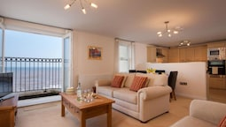 Modern Apartment in Dawlish With Dawlish Coast View