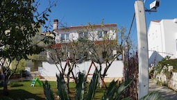 Garden-view Apartment With Terrace, 500m From the Sea, Parking, BBQ an