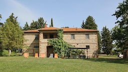 Rustic House on the Estate With a Castle, Swimming Pool, Garden, Priva